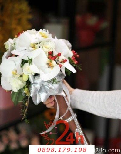 Dịch vụ cưới hỏi 24h trọn vẹn ngày vui chuyên trang trí nhà đám cưới hỏi và nhà hàng tiệc cưới | Hoa cầm tay cô dâu 125