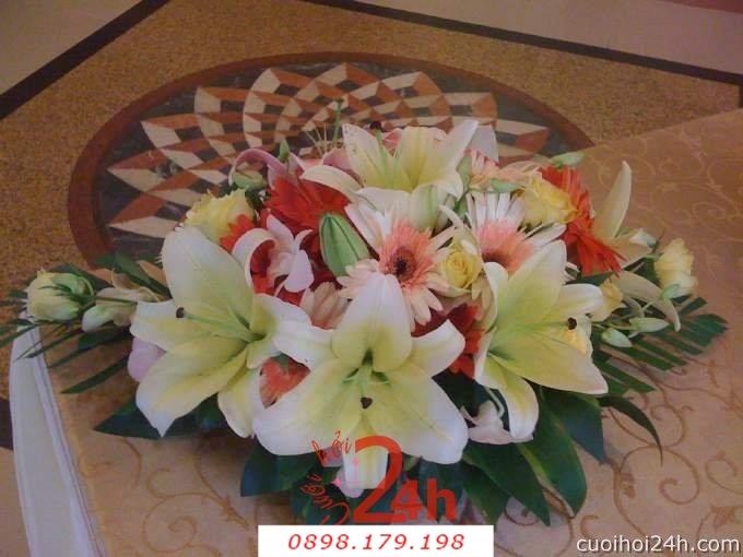 Dịch vụ cưới hỏi 24h trọn vẹn ngày vui chuyên trang trí nhà đám cưới hỏi và nhà hàng tiệc cưới | Hoa để bàn 16