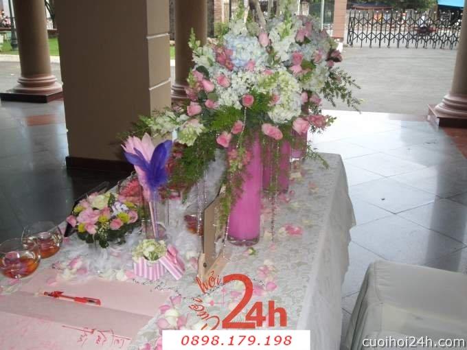 Dịch vụ cưới hỏi 24h trọn vẹn ngày vui chuyên trang trí nhà đám cưới hỏi và nhà hàng tiệc cưới | Trang trí bàn ký tên 06