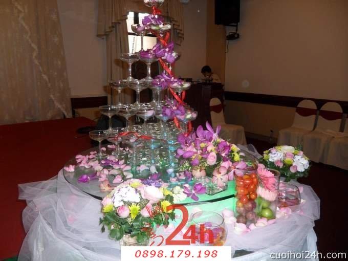 Dịch vụ cưới hỏi 24h trọn vẹn ngày vui chuyên trang trí nhà đám cưới hỏi và nhà hàng tiệc cưới   Trang trí bánh cưới với hoa phong lan