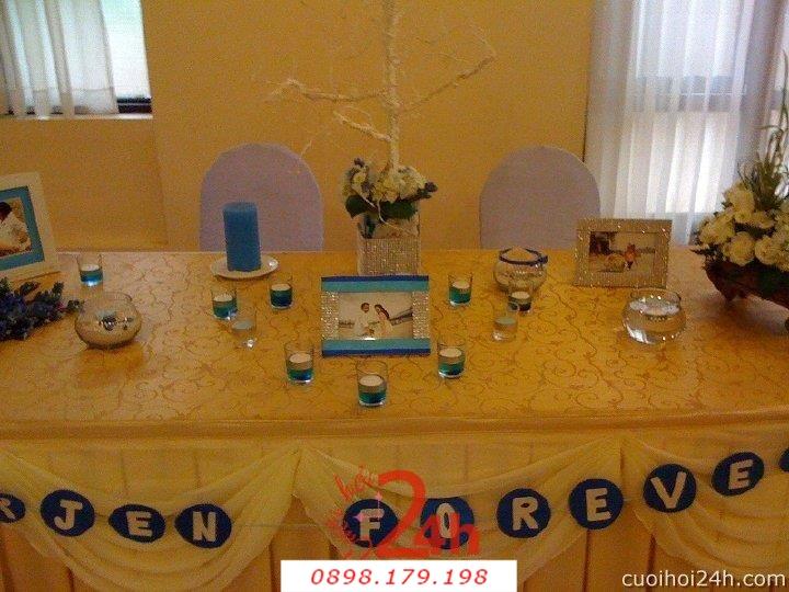 Dịch vụ cưới hỏi 24h trọn vẹn ngày vui chuyên trang trí nhà đám cưới hỏi và nhà hàng tiệc cưới | Trang trí bàn ký tên gallery tông xanh ngọt ngào với nến và hoa tươi