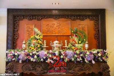 Dịch vụ cưới hỏi 24h trọn vẹn ngày vui chuyên trang trí nhà đám cưới hỏi và nhà hàng tiệc cưới | Bàn thờ gia tiên trang trí trong ngày cưới cổ kính