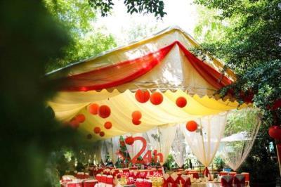 Dịch vụ cưới hỏi 24h trọn vẹn ngày vui chuyên trang trí nhà đám cưới hỏi và nhà hàng tiệc cưới | Cho thuê nhà bạt đám cưới rộng rãi, thoáng mát tông đỏ (2)