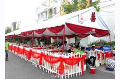 Dịch vụ cưới hỏi 24h trọn vẹn ngày vui chuyên trang trí nhà đám cưới hỏi và nhà hàng tiệc cưới | Cho thuê rạp cưới voan hàng rào tông đỏ song hỷ (2)