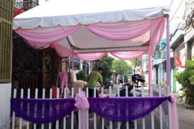 Dịch vụ cưới hỏi 24h trọn vẹn ngày vui chuyên trang trí nhà đám cưới hỏi và nhà hàng tiệc cưới | Cho thuê rạp cưới voan hàng rào tông tím hồng dễ thương