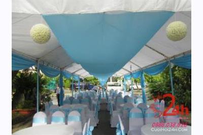 Dịch vụ cưới hỏi 24h trọn vẹn ngày vui chuyên trang trí nhà đám cưới hỏi và nhà hàng tiệc cưới | Nhà bạt, khung rạp voan trắng xanh biển nhìn từ bên trong