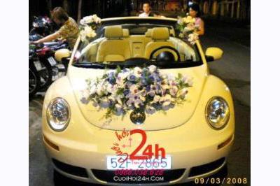 Dịch vụ cưới hỏi 24h trọn vẹn ngày vui chuyên trang trí nhà đám cưới hỏi và nhà hàng tiệc cưới | Xe cưới vàng mui trần dễ thương độc lạ