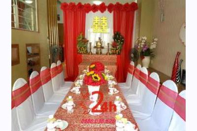 -24h chuyên dịch vụ cưới hỏi: trang trí nhà đám cưới hỏi, nhà hàng tiệc cưới, nhân sự bưng mâm quả, cổng hoa, xe hoa, cắt dán chữ và tin tức cưới hỏi: đám cưới sao, lập kế hoạch cưới, làm đẹp ngày cưới -Trang trí nhà cưới với tông màu đỏ đặc biệt