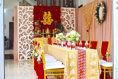 -24h chuyên dịch vụ cưới hỏi: trang trí nhà đám cưới hỏi, nhà hàng tiệc cưới, nhân sự bưng mâm quả, cổng hoa, xe hoa, cắt dán chữ và tin tức cưới hỏi: đám cưới sao, lập kế hoạch cưới, làm đẹp ngày cưới -Trang trí nhà đám cưới tông đỏ sang trọng