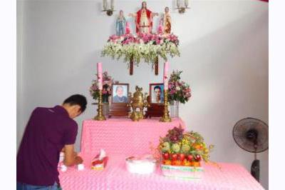 Dịch vụ cưới hỏi 24h trọn vẹn ngày vui chuyên trang trí nhà đám cưới hỏi và nhà hàng tiệc cưới | Trang trí bàn thờ gia tiên nền kem