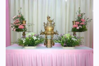 Dịch vụ cưới hỏi 24h trọn vẹn ngày vui chuyên trang trí nhà đám cưới hỏi và nhà hàng tiệc cưới | Trang trí bàn thờ màu hồng