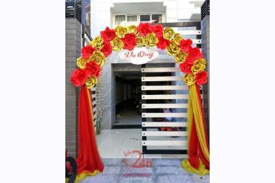 -24h chuyên dịch vụ cưới hỏi: trang trí nhà đám cưới hỏi, nhà hàng tiệc cưới, nhân sự bưng mâm quả, cổng hoa, xe hoa, cắt dán chữ và tin tức cưới hỏi: đám cưới sao, lập kế hoạch cưới, làm đẹp ngày cưới -Cổng hoa giấy màu đỏ vàng ấn tượng