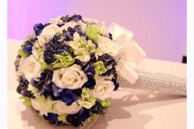-24h chuyên dịch vụ cưới hỏi: trang trí nhà đám cưới hỏi, nhà hàng tiệc cưới, nhân sự bưng mâm quả, cổng hoa, xe hoa, cắt dán chữ và tin tức cưới hỏi: đám cưới sao, lập kế hoạch cưới, làm đẹp ngày cưới -Hoa cầm tay cô dâu tông trắng xanh
