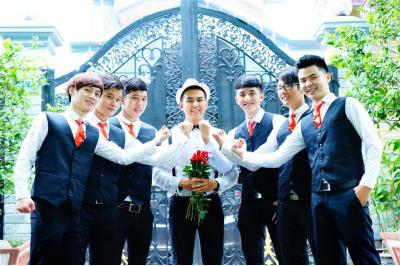 Dịch vụ cưới hỏi 24h trọn vẹn ngày vui chuyên trang trí nhà đám cưới hỏi và nhà hàng tiệc cưới | Người bưng mâm quả n