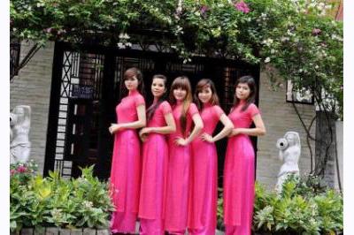 Dịch vụ cưới hỏi 24h trọn vẹn ngày vui chuyên trang trí nhà đám cưới hỏi và nhà hàng tiệc cưới | Người bưng mâm quả nữ áo dài hồng đậm 4