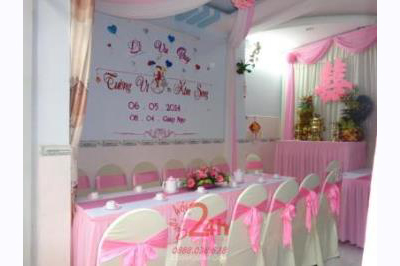 -24h chuyên dịch vụ cưới hỏi: trang trí nhà đám cưới hỏi, nhà hàng tiệc cưới, nhân sự bưng mâm quả, cổng hoa, xe hoa, cắt dán chữ và tin tức cưới hỏi: đám cưới sao, lập kế hoạch cưới, làm đẹp ngày cưới -Trang trí nhà cưới hỏi tông hồng chữ song hỷ
