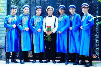 Dịch vụ cưới hỏi 24h trọn vẹn ngày vui chuyên trang trí nhà đám cưới hỏi và nhà hàng tiệc cưới | Đội ngũ bưng mâm quả nam truyền thống áo dài xanh dương
