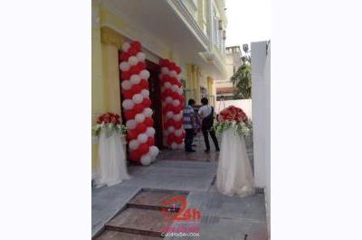 Dịch vụ cưới hỏi 24h trọn vẹn ngày vui chuyên trang trí nhà đám cưới hỏi và nhà hàng tiệc cưới | Cổng cưới bong bóng trắng đỏ