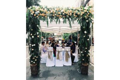 -24h chuyên dịch vụ cưới hỏi: trang trí nhà đám cưới hỏi, nhà hàng tiệc cưới, nhân sự bưng mâm quả, cổng hoa, xe hoa, cắt dán chữ và tin tức cưới hỏi: đám cưới sao, lập kế hoạch cưới, làm đẹp ngày cưới -Cổng cưới hoa tươi ngoài trời kết hoa hồng và