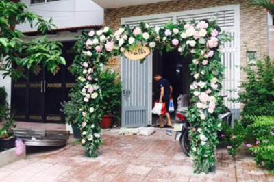-24h chuyên dịch vụ cưới hỏi: trang trí nhà đám cưới hỏi, nhà hàng tiệc cưới, nhân sự bưng mâm quả, cổng hoa, xe hoa, cắt dán chữ và tin tức cưới hỏi: đám cưới sao, lập kế hoạch cưới, làm đẹp ngày cưới -Cổng cưới hoa tươi