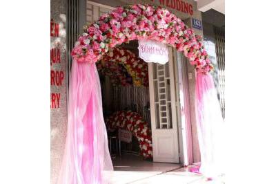 Dịch vụ cưới hỏi 24h trọn vẹn ngày vui chuyên trang trí nhà đám cưới hỏi và nhà hàng tiệc cưới | Cổng cưới hoa vải chân voan nhã nhặn tông hồng pastel