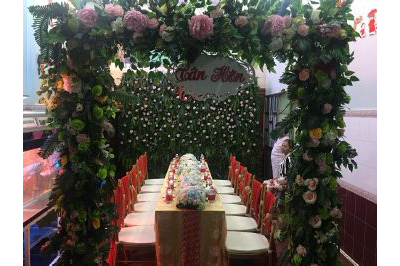 Dịch vụ cưới hỏi 24h trọn vẹn ngày vui chuyên trang trí nhà đám cưới hỏi và nhà hàng tiệc cưới | Cổng cưới hoa vải mang màu thiên nhiên sắc xanh lá chủ đạo