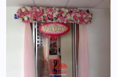 Dịch vụ cưới hỏi 24h trọn vẹn ngày vui chuyên trang trí nhà đám cưới hỏi và nhà hàng tiệc cưới | Cổng hoa vải tông trắng hồng