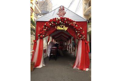 Dịch vụ cưới hỏi 24h trọn vẹn ngày vui chuyên trang trí nhà đám cưới hỏi và nhà hàng tiệc cưới | Cung cấp trọn gói cổng cưới hoa vải tông đỏ rực rỡ chân voan (1)