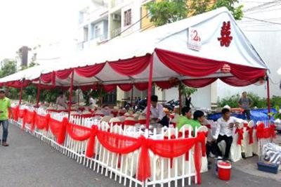 Dịch vụ cưới hỏi 24h trọn vẹn ngày vui chuyên trang trí nhà đám cưới hỏi và nhà hàng tiệc cưới | Dịch vụ cho thuê khung rạp hàng rào tình yêu trang trí vải voan đỏ