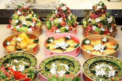 Dịch vụ cưới hỏi 24h trọn vẹn ngày vui chuyên trang trí nhà đám cưới hỏi và nhà hàng tiệc cưới | Mâm quả cưới hỏi màu sắc tươi đẹp với xôi, trái cây tươi (2)