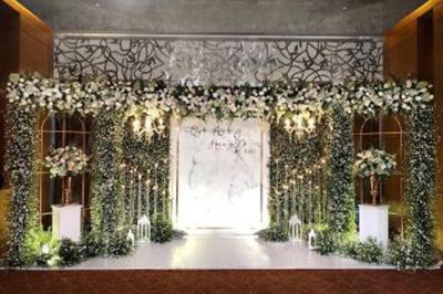 Dịch vụ cưới hỏi 24h trọn vẹn ngày vui chuyên trang trí nhà đám cưới hỏi và nhà hàng tiệc cưới | Mẫu backdrop cưới hỏi kết từ hoa hồng, cẩm tú cầu và những nụ hoa baby nhỏ xinh