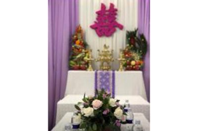 Dịch vụ cưới hỏi 24h trọn vẹn ngày vui chuyên trang trí nhà đám cưới hỏi và nhà hàng tiệc cưới | Mẫu bàn thờ gia tiên sắc tím lãng mạng từ vải voan có cặp rồng phụng trái cây tươi