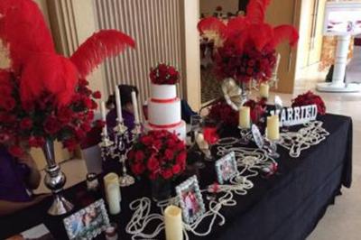 Dịch vụ cưới hỏi 24h trọn vẹn ngày vui chuyên trang trí nhà đám cưới hỏi và nhà hàng tiệc cưới | Mẫu trang trí bàn ký tên với tông đỏ của hoa hồng