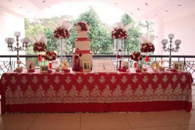 Dịch vụ cưới hỏi 24h trọn vẹn ngày vui chuyên trang trí nhà đám cưới hỏi và nhà hàng tiệc cưới | Trang trí bàn ký tên màu đỏ sọc