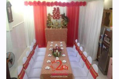 Dịch vụ cưới hỏi 24h trọn vẹn ngày vui chuyên trang trí nhà đám cưới hỏi và nhà hàng tiệc cưới | Trang trí bàn thờ gia tiên ngày cưới với hoa giấy tông màu mới lạ