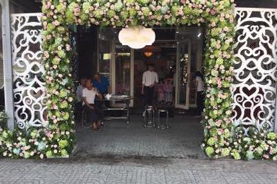 Dịch vụ cưới hỏi 24h trọn vẹn ngày vui chuyên trang trí nhà đám cưới hỏi và nhà hàng tiệc cưới | Trang trí cổng cưới hoa tươi hoành tráng gam màu đẹp