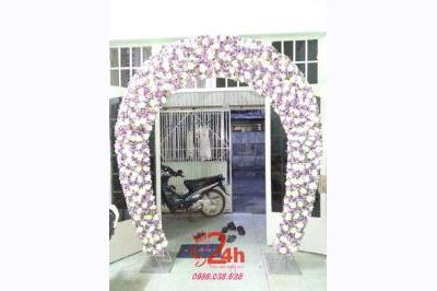 Dịch vụ cưới hỏi 24h trọn vẹn ngày vui chuyên trang trí nhà đám cưới hỏi và nhà hàng tiệc cưới | Cổng hoa hình bầu hoa trắng tím xen kẽ