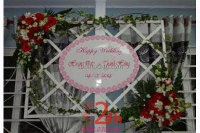 -24h chuyên dịch vụ cưới hỏi: trang trí nhà đám cưới hỏi, nhà hàng tiệc cưới, nhân sự bưng mâm quả, cổng hoa, xe hoa, cắt dán chữ và tin tức cưới hỏi: đám cưới sao, lập kế hoạch cưới, làm đẹp ngày cưới -Trang trí bảng tên ngày cưới với hoa tuyệt đẹ